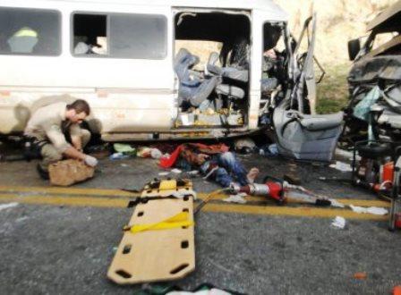 BR-116: Motorista da van pode ter cochilado antes de acidente que matou seis e deixou 11 feridos