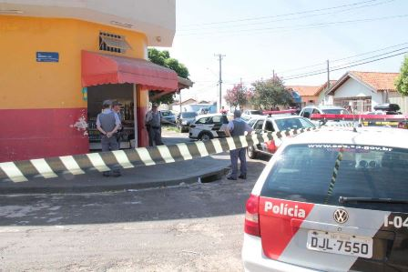 Bauru: Alvejado com 8 tiros brumadense morre em uma mercearia