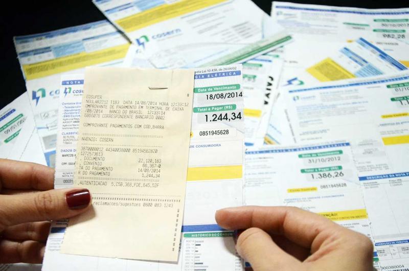 Clientes com faturas de energia vencidas podem parcelar dívida no cartão de crédito; saiba como