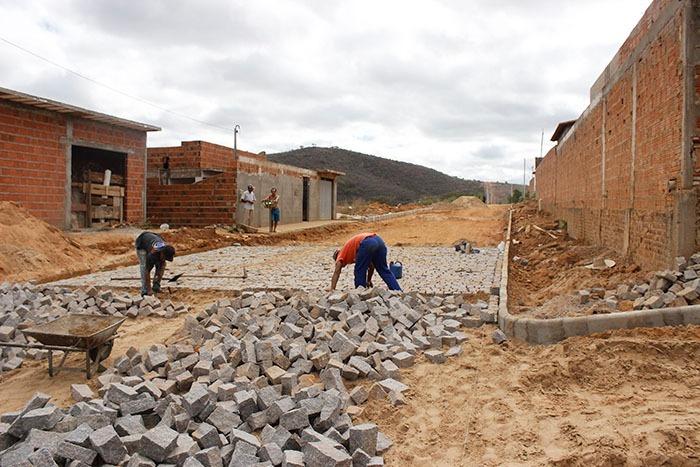 Brumado: Prefeitura realiza conclusão da pavimentação do Bairro Jardim Alah
