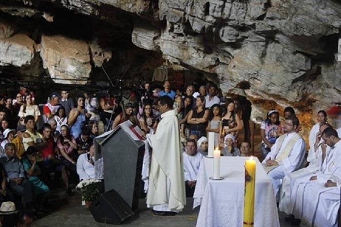 Início da Romaria: Missa Festiva é realizada na Gruta da Mangabeira, em Ituaçu
