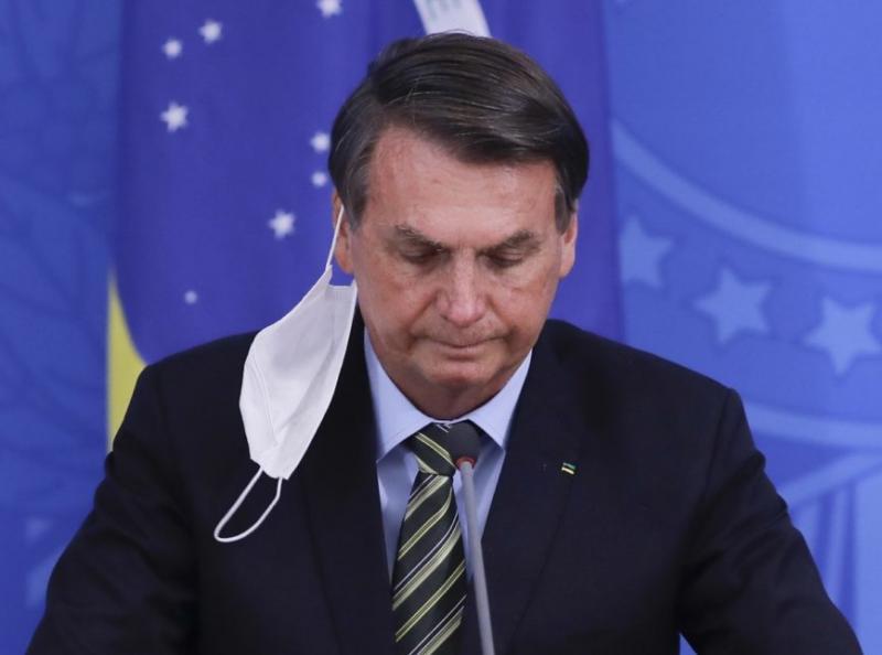 Em Lei, Bolsonaro veta a obrigatoriedade de máscaras em estabelecimentos comerciais, industriais, templos religiosos e demais locais fechados
