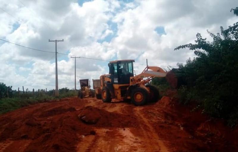 Prefeitura de Malhada de Pedras realiza manutenção em estradas vicinais do município