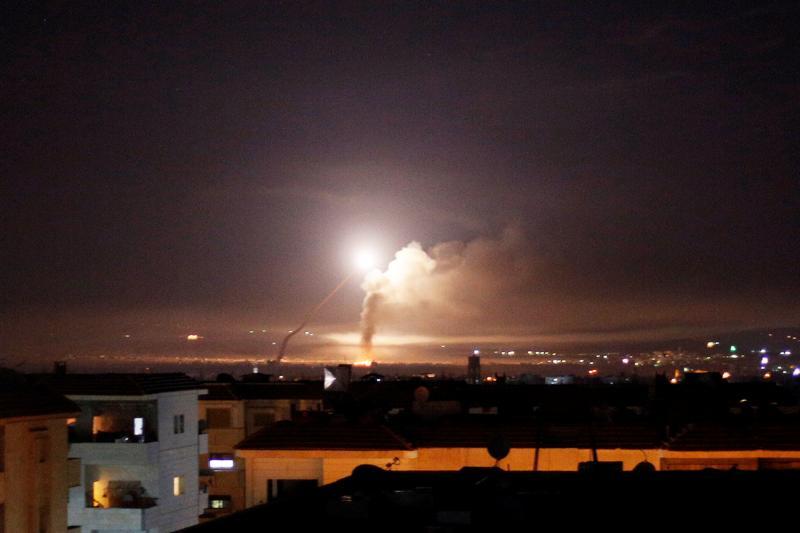 Irã dispara mísseis contra alvos militares israelenses