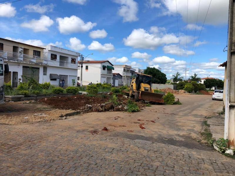 Construção da Praça Quadrangular são iniciadas em Malhada de Pedras