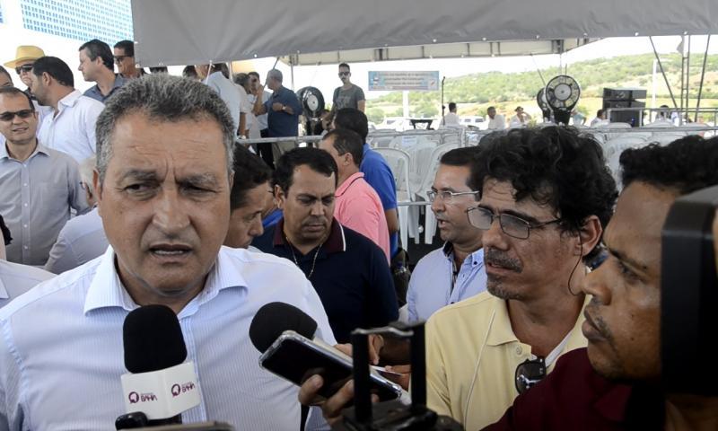 Durante entrevista, Governador Rui Costa se esquiva de pergunta sobre a BA-142, que liga Tanhaçu a Barra da Estiva