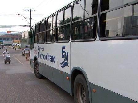 Simões Filho: Jovem de 19 anos cai de porta traseira de ônibus e morre
