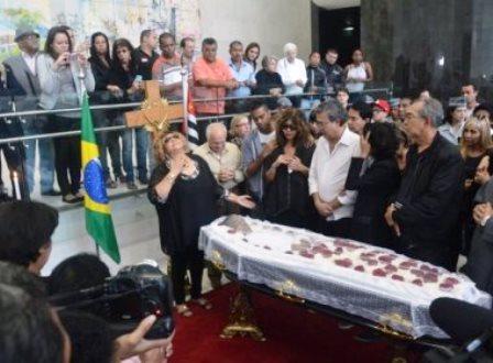 São Paulo: Famosos relembram histórias e dão último adeus a Jair Rodrigues