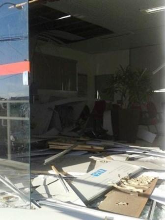 Grupo explode caixas eletrônicos em bancos em cidades do interior