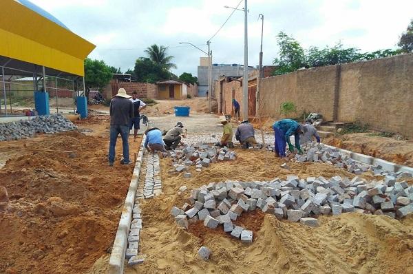 Obras de pavimentação continuam pelas ruas de Guajeru