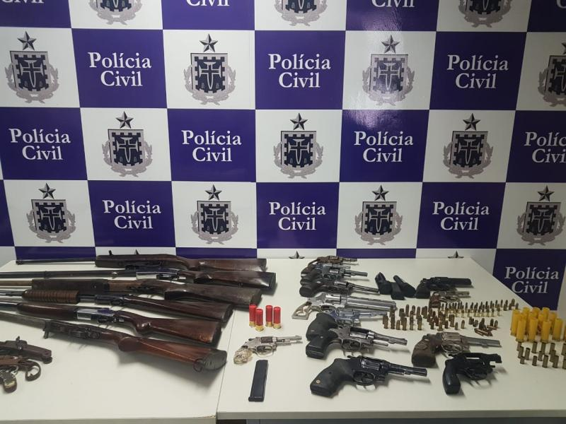 Megaoperação apreende 54 armas e captura seis criminosos em Feira de Santana