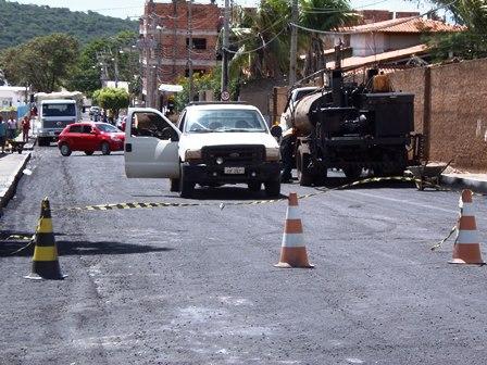 Rua Rio de Contas recebe recapeamento asfáltico
