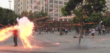 Cinegrafista atingido por explosivo em protesto no Rio tem morte cerebral