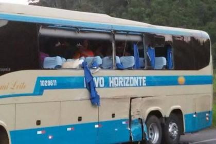 Romeiros dombasilienses ficam feridos em acidente com ônibus da Novo Horizonte