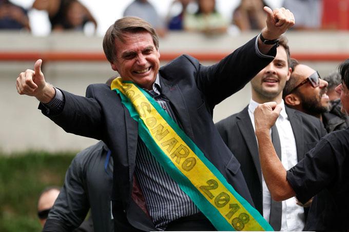 Sem Lula, Bolsonaro lidera corrida eleitoral, diz pesquisa