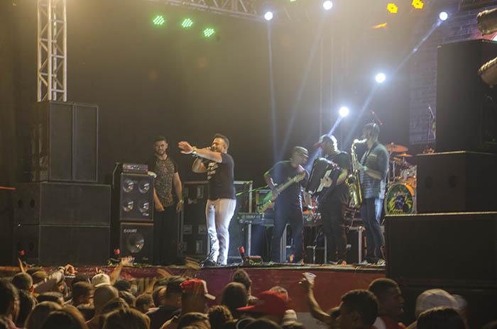 Primeira noite de festa no aniversário de Brumado atrai grande público; veja o vídeo