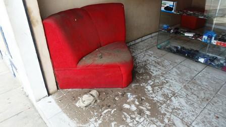 """BRUMADO: Ladrões fazem um """"limpa"""" em loja de celular no centro da cidade"""