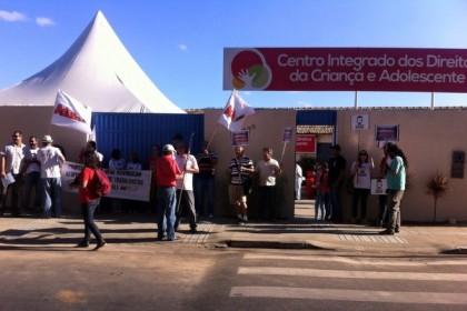 UESB: Professores protestam no Centro Integrado dos Direitos da Criança e do Adolescente