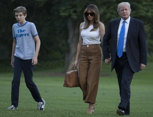Melania Trump e seu filho deixam Nova York e se mudam para Casa Branca
