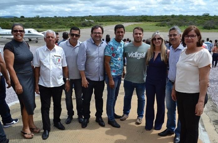 Prefeita de Malhada de Pedras marca presença durante visita do Governador Rui Costa em Brumado