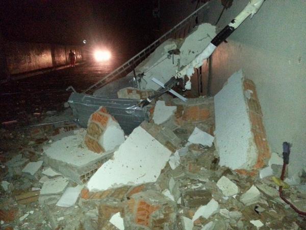 MACAÚBAS:Banco do Brasil fica praticamente destruído após explosão de caixas realizadas por bandidos, nesta madrugada.Assista o vídeo