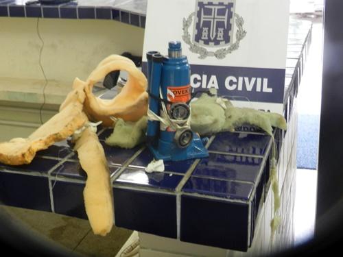Macaco hidráulico é encontrado no teto da carceragem da 20ª Coorpin