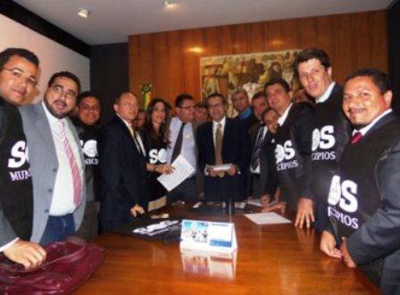 300 prefeitos baianos marcham em direção a Brasília