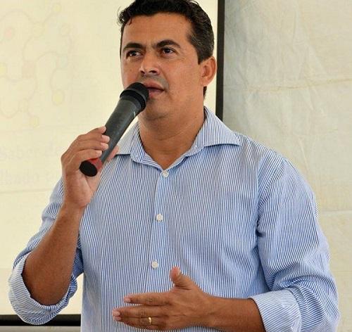 Guajeru: após emenda parlamentar, Gil Rocha entrega bens móveis para as unidades de saúde do município