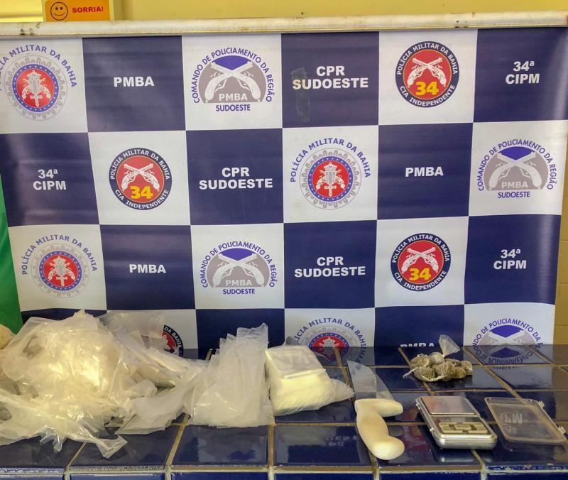 Combate ao tráfico: Polícia apreende droga no Bairro São Félix, em Brumado