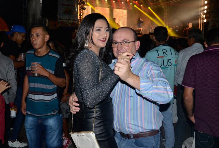 Presidente Jânio Quadros: Público lota praça para curtir o terceiro dia do Arraiá Show de Bola