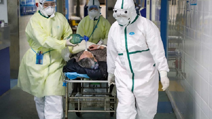 Número de mortos pelo novo coronavírus sobe para 1.013