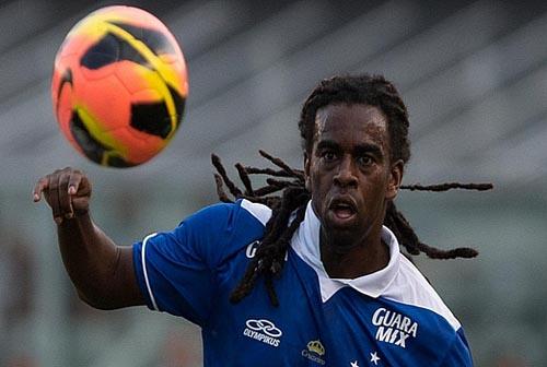 Tinga, do Cruzeiro, é alvo de racismo na Libertadores