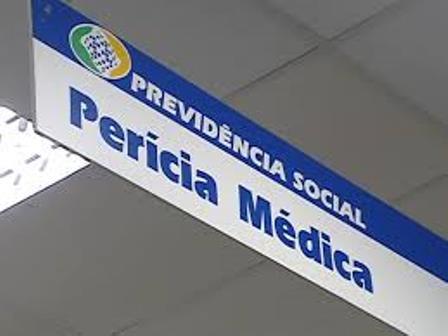 Médicos peritos que trabalham no Instituto Nacional de Previdência Social (INSS) paralisaram as atividades nesta terça-feira (13).