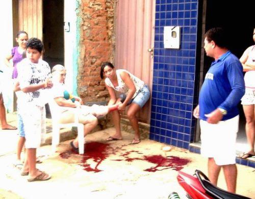 Mulher é atacada por cão feroz e salva por popuplares