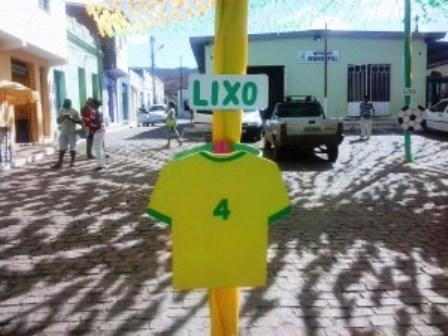 Itaquara: Prefeitura joga Seleção Brasileira no lixo