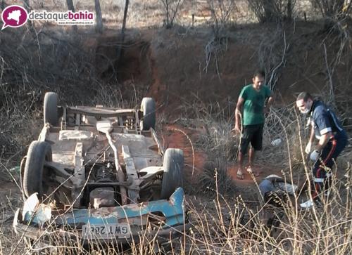 Motorista perde o controle e o carro capota na BR - 030 próximo a Vila Presidente Vargas