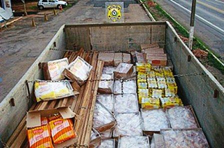 PRF apreende mais de 2 mil Kg de carne sem refrigeração em caminhão