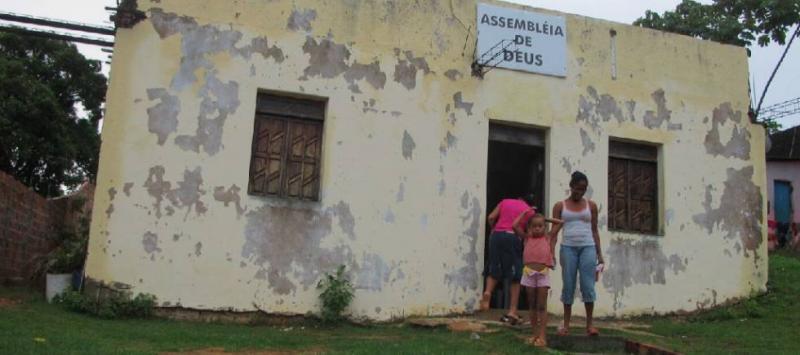 Igrejas evangélicas e a Internet cumprem função de escola no Brasil popular