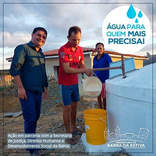 Por meio de parceria, prefeitura de Barra da Estiva entrega cisternas a moradores da zona rural