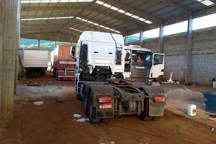 Caminhões roubados com carga de farelo de soja são  apreendidos em Brumado