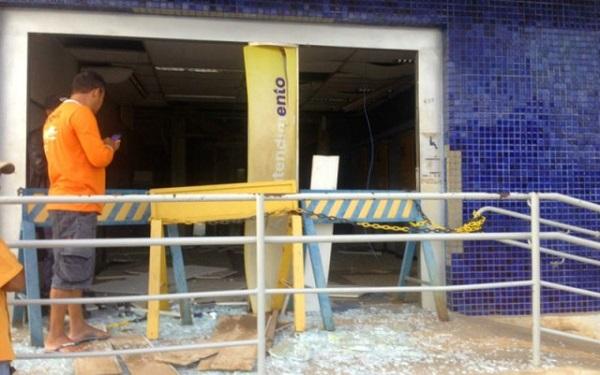 Duas agências bancárias são explodidas por bandidos no município de Correntina