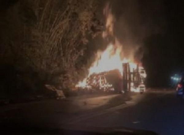 Cinco morrem em colisão de ônibus com caminhão perto de Ilhéus