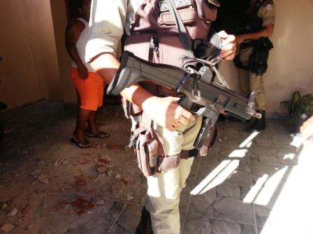 Após assalto Bandidos trocam tiro com a policia no Bairro Olhos D´água