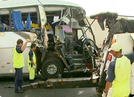 Ônibus de turismo de Brumado se  envolve em acidente na Rodovia Anhanguera