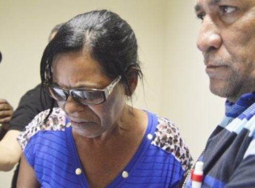 Feira de Santana: Mãe suspeita de matar o filho por beber água na garrafa é presa