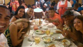 Selfie do campeão: jogadores do Bahia comemoram título em churrascaria