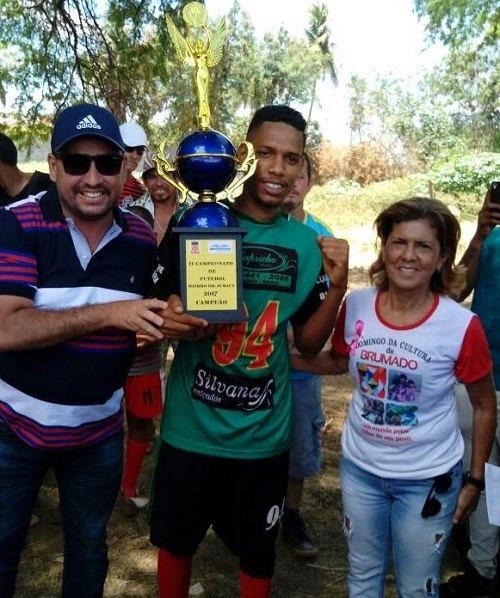 Campeã: Equipe Recomeçar leva o título do IV Campeonato de Futebol do Bairro Dr. Juracy