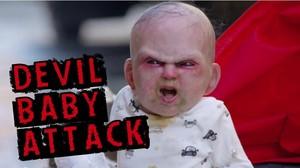 Bombou na web, Bebê diabo assusta pessoas na rua - e prega a melhor pegadinha do ano