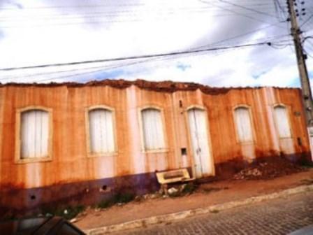 Caetité: Casarão histórico em ruínas mostra descaso com o patrimônio cultural do município