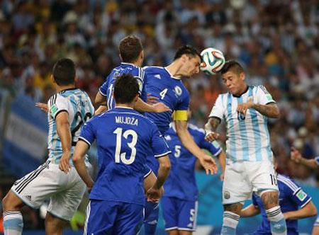 Argentina vence: 1 gol de Messi e 1 contra